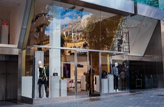 Versace store (Shutterstock)