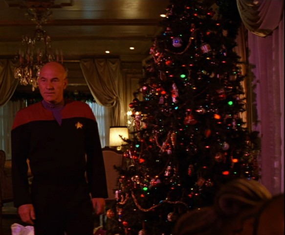 Picard_with_Christmas_tree