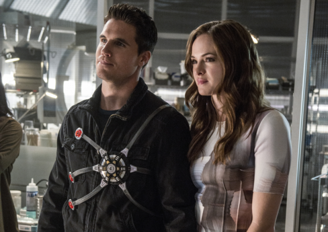 robbie amell danielle panabaker
