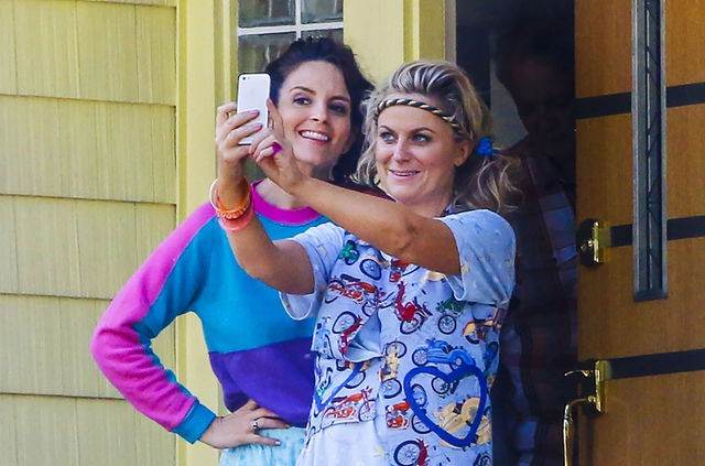 tina-fey-amy-poehler-play-sisters-in-sisters-one-last-hurrah-in-the-old-homestead-497469