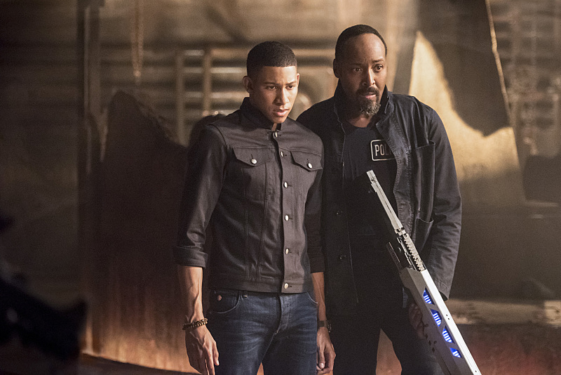 """The Flash -- """"Shade"""" -- Image FLA306b_0372b.jpg -- Pictured (L-R): Keiynan Lonsdale as Wally West and Jesse L. Martin as Detective Joe West -- Photo: Dean Buscher/The CW -- © 2016 The CW Network, LLC. All rights reserved."""