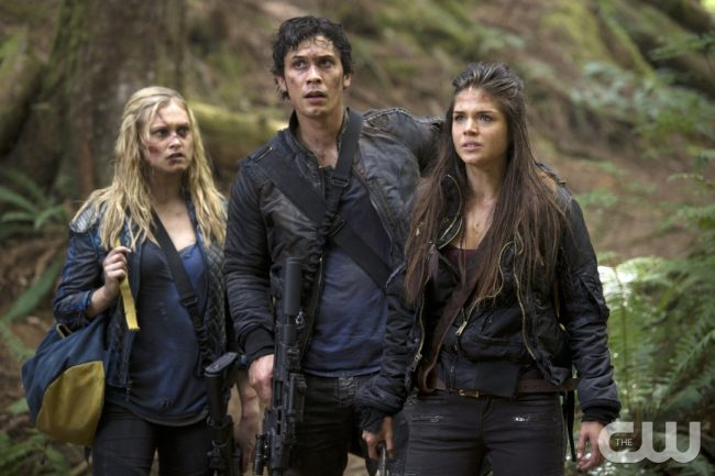 """The 100 -- """"Human Trials"""" -- Image: HU205a_0026 -- Pictured (L-R): Eliza Taylor as Clarke, Bob Morley as Bellamy, and Marie Avgeropoulos as Octavia -- Photo: Carole Segal/The CW -- © 2014 The CW Network, LLC. All Rights Reserved"""