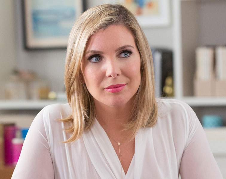 "June Diane Raphael as Brianna Hanson on Netflix's ""Gracie and Frankie"""
