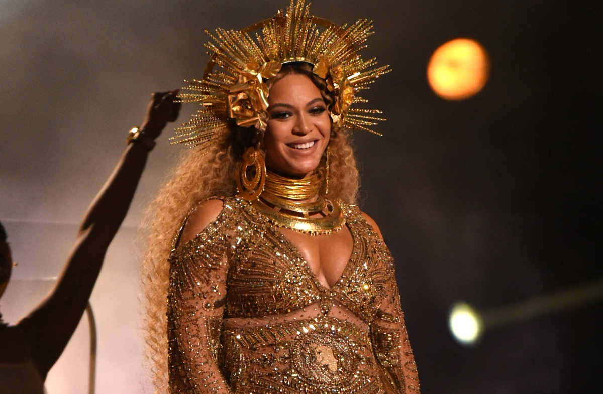Beyonce performs as she is pregnant with twins during the 59th Annual Grammy music Awards on February 12, 2017, in Los Angeles, California. / AFP / VALERIE MACON (Photo credit should read VALERIE MACON/AFP/Getty Images)