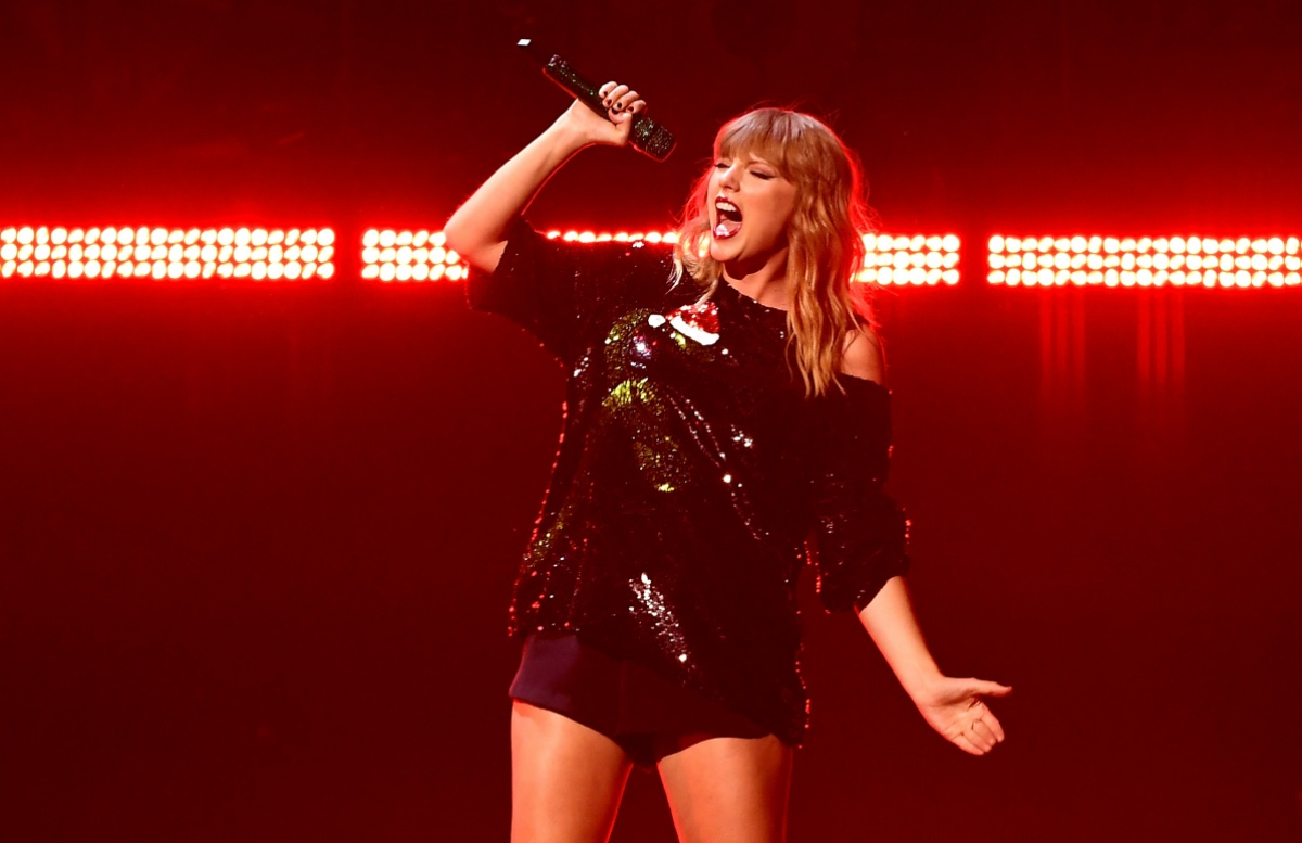 Taylor Swift performs at the Z100's iHeartRadio Jingle Ball 2017 at Madison Square Garden on December 7, 2017 in New York. / AFP PHOTO / ANGELA WEISS (Photo credit should read ANGELA WEISS/AFP/Getty Images)