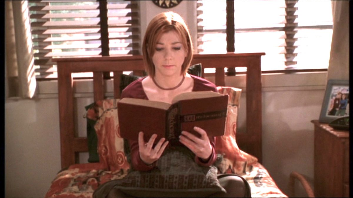 Willow reads a book in Buffy the Vampire Slayer