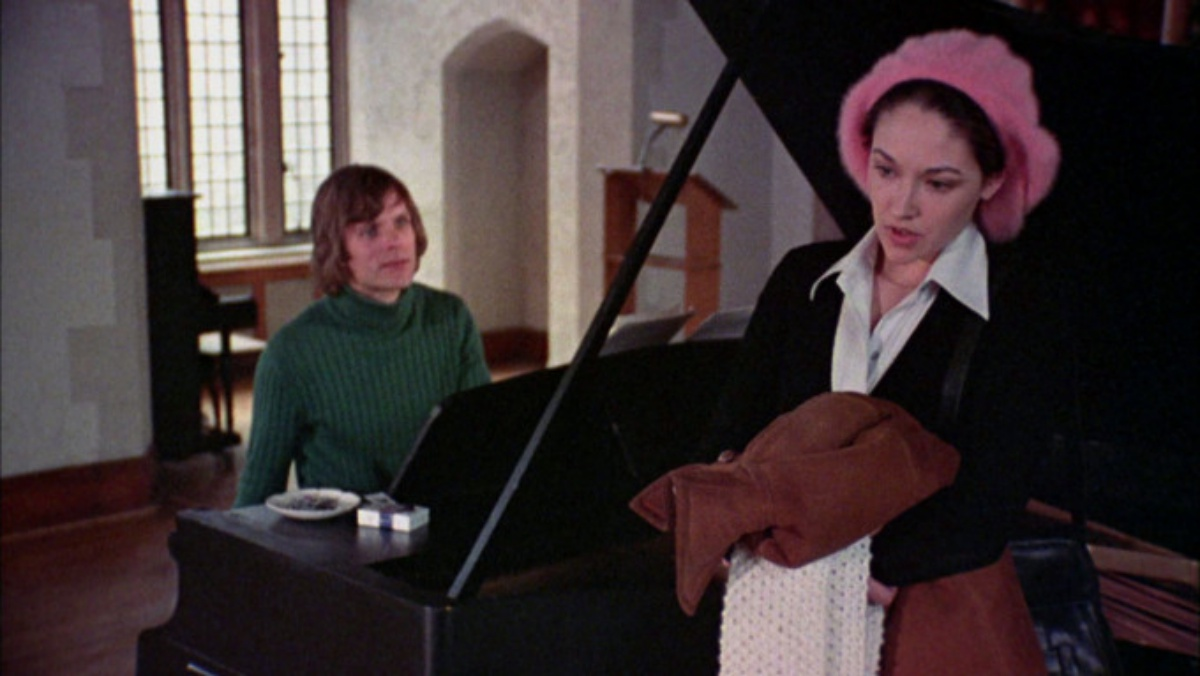 Keir Dullea and Olivia Hussey in Black Christmas (1974)