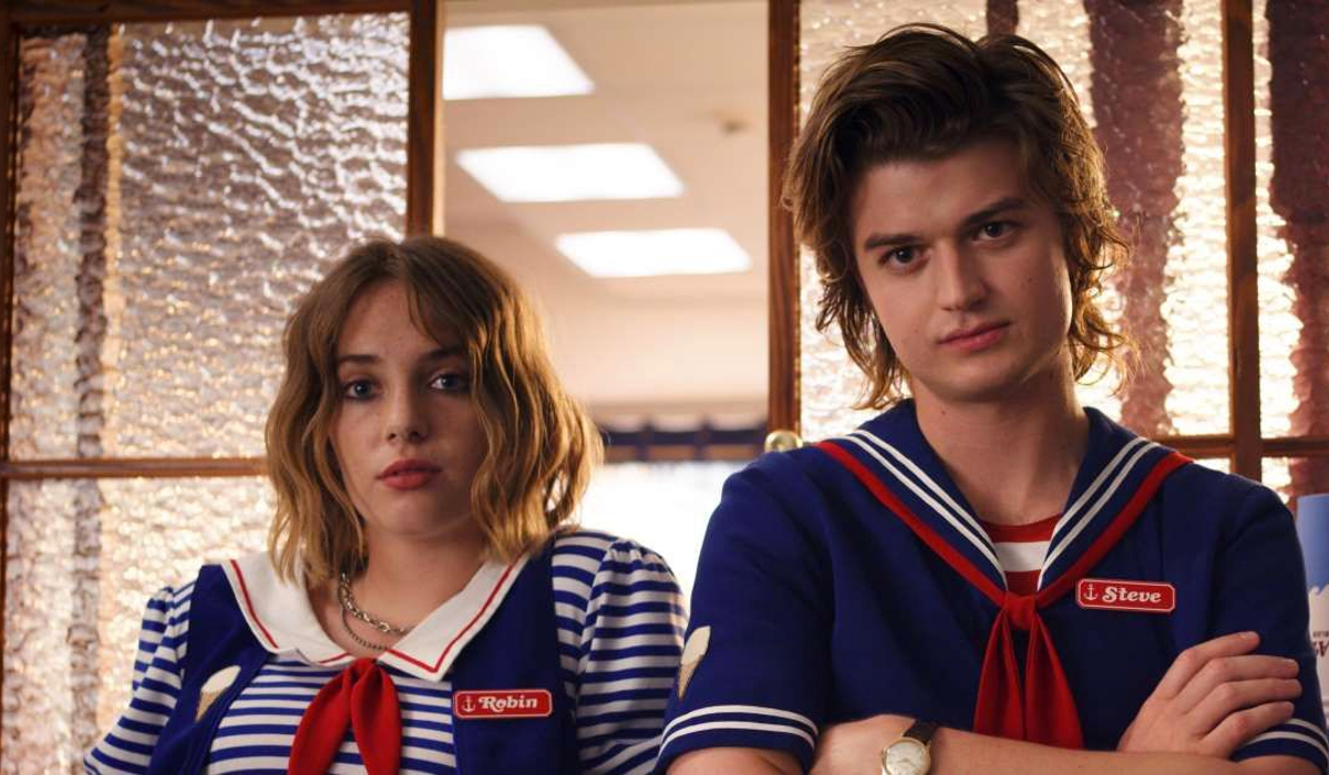 Robin (Maya Hawke) and Steve (Joe Kerry) originally had a much different story in Stranger Things 3.
