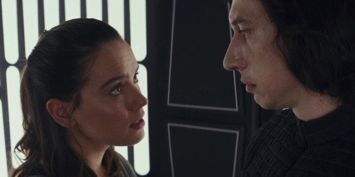 Rey talks to Kylo Ren in Star Wars: The Last Jedi.