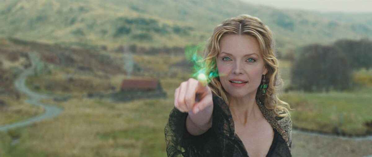 michelle pfeiffer casts a spell in Stardust