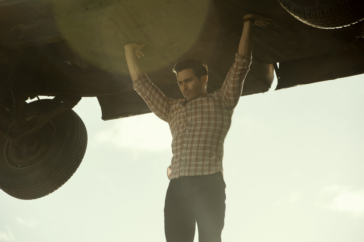 "Superman & Lois -- ""Pilot"" -- Image Number: SML101a_0393r2.jpg -- Pictured: Tyler Hoechlin as Clark Kent -- Photo: Dean Buscher/The CW -- © 2021 The CW Network, LLC. All Rights Reserved."