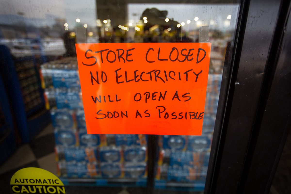 A handwritten sign states that a Fiesta Mart is closed because of a power outage in Austin Texas