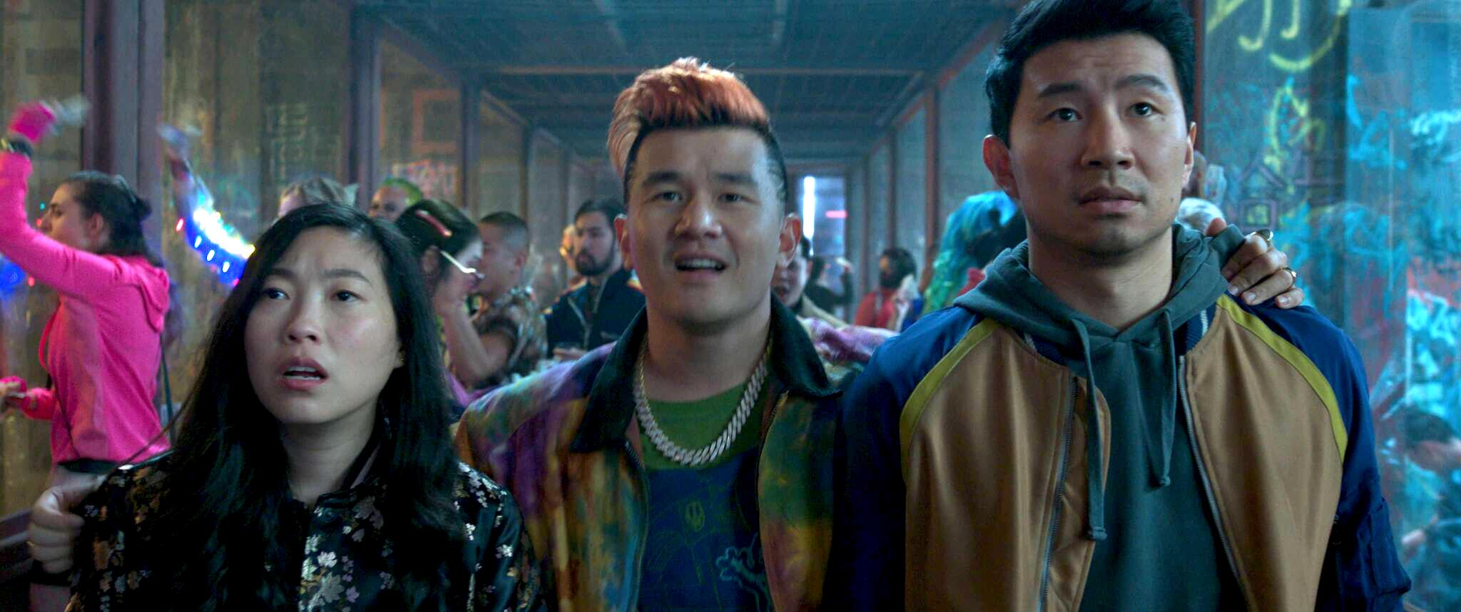 (L-R): Katy (Awkwafina), Jon Jon (Ronny Chieng) and Shang-Chi (Simu Liu) in Marvel Studios' SHANG-CHI AND THE LEGEND OF THE TEN RINGS.